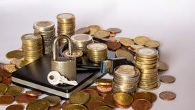 Externe harde aandrijving en een plie van geld stock afbeeldingen