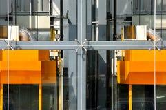 Externe lift twee van de moderne bouw Stock Afbeelding