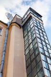 Externer Fahrschacht hergestellt vom Glas und vom Stahl Stockbild