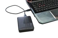 Externes Festplattenlaufwerk angeschlossen an Laptop Stockbild