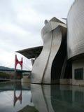 Externes Guggenheim Museum Bilbao mit Brücke 02 Lizenzfreie Stockfotografie