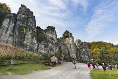 Externsteine在秋天,德国,社论 库存图片