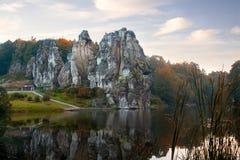 Externsteine,砂岩在前面的Teutoburg的岩层 免版税库存照片