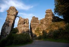 Externsteinen, sandsten vaggar bildande i Teutoburgen för Arkivbilder