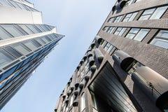 Exterrior moderno de los edificios de oficinas Fotos de archivo libres de regalías