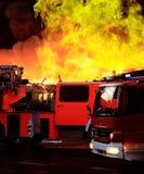 Extinguindo o incêndio grande Fotografia de Stock Royalty Free