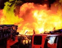 Extinguindo o incêndio grande Imagens de Stock Royalty Free