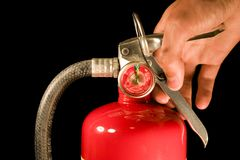 Extintor de incêndio da terra arrendada da mão Imagens de Stock Royalty Free