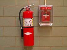 Extintor e alarme de extintor de incêndio Foto de Stock Royalty Free