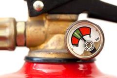 Extintor empoeirado carregado inteiramente, foco seletivo Fotografia de Stock