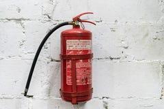 Extintor rojo fotos de archivo