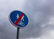 Extrémité de signe de zone de bicyclette Image stock