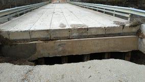 Extrémité nord de pont allée après l'inondation grave Image libre de droits