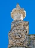 Extrémité proche - vers le haut de la cathédrale de Monopoli. Apulia. Photos libres de droits