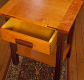Extrémité-Table faite main dans Greene et tradition de Greene Photo stock