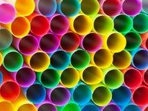Extrémités des pailles à boire en plastique multicolores Photo stock