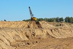 Extração da argila para pás da produção do tijolo Imagem de Stock