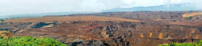 Extração de carvão do poço aberto, Sangatta, Indonésia fotografia de stock
