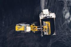 Extração de carvão em um poço aberto fotografia de stock