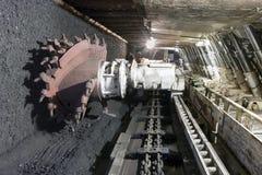 Extração de carvão: Máquina escavadora da mina de carvão Fotografia de Stock