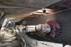 Extração de carvão: Máquina escavadora da mina de carvão Imagem de Stock