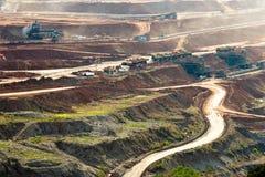 Extração de carvão no poço aberto fotografia de stock