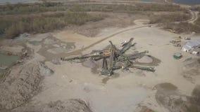 Extração, lavagem, classificação e distração do cascalho do rio Sector mineiro Tecnologia de obter uma pedra Uma opinião do olho  video estoque