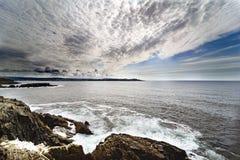 Extra bred vinkelpanoramautsikt av den atlantiska kusten av La Coru Arkivbild