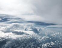 Extra Grote Wolken die uit luchtvliegtuig worden genomen Stock Fotografie