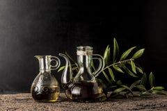 Extra jungfrulig olivoljabakgrund arkivbild