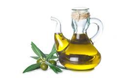 Extra jungfrulig olivoljaflaska som isoleras på vit Royaltyfri Foto