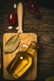 Extra jungfrulig olivoljatappningbakgrund Royaltyfria Bilder