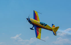 Extra-330 Sc-Flugzeuge - Clinceni Airshow Lizenzfreie Stockbilder