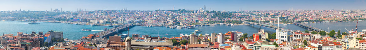 Extra wijd panoramische foto van Istanboel, Turkije stock fotografie