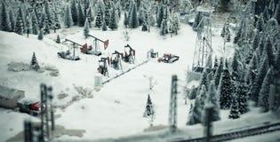 Extracción de aceite en juguetes Foto de archivo libre de regalías