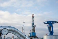 Extracción del aceite en el campo del norte Fotos de archivo libres de regalías