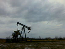 Extracción del petróleo Imágenes de archivo libres de regalías