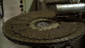 Extraction of crushed olives for pressing