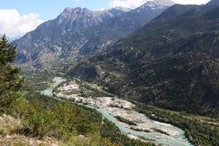Extraction de sable le long de la rivière de Durance, Hautes-Alpes, France images stock