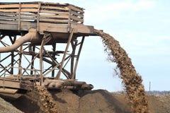 Extraction de sable pour la production Photographie stock