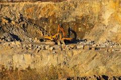 Extraction des ressources minérales dans une carrière de granit Photo libre de droits