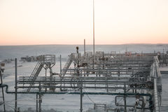 Extraction du pétrole sur le champ du nord Image stock