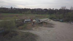 Extraction, lavage, tri et distraction du gravier de rivière Industrie minière Technologie d'obtenir une pierre Une vue d'oeil du banque de vidéos