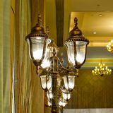Extracto adornado lujoso de la lámpara de la pared del oro Fotografía de archivo