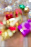 Extracto de la caja de regalo de la Navidad Defocused y del Año Nuevo borroso Fotos de archivo libres de regalías