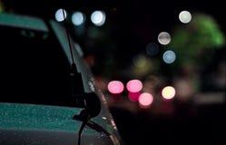 extracto de la falta de definición de la lluvia de las calles del coche fotografía de archivo