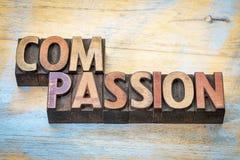 Extracto de la palabra de la compasión en el tipo de madera imágenes de archivo libres de regalías