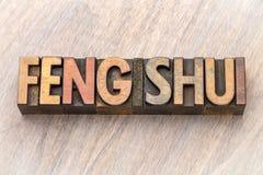 Extracto de la palabra del shui de Feng en el tipo de madera imagen de archivo