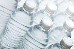 Extracto de las botellas de agua Imágenes de archivo libres de regalías