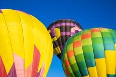 Extracto de tres globos del aire caliente Fotos de archivo libres de regalías